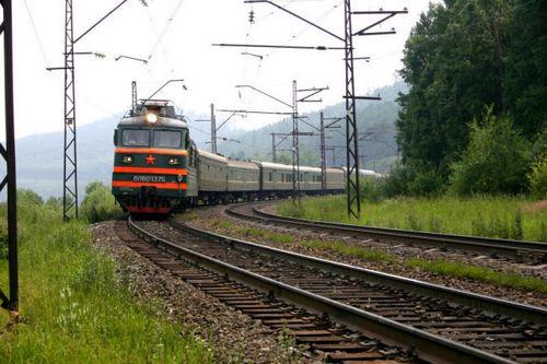 Пассажирский поезд насмерть сбил четырех человек в Курской области