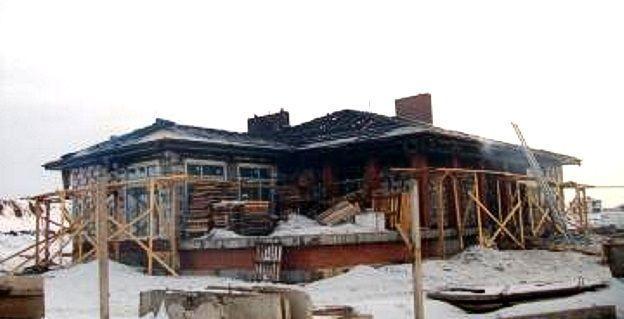 Сгорела крыша коттеджа в элитном поселке Чаллы Яр в Набережных Челнах