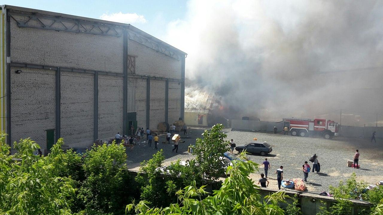 Пожар на складе стройматериалов в Казани угрожает «Вьетнамскому рынку» — МЧС