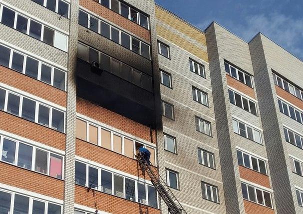 Впоселке Осиново близ Казани сгорела квартира, есть пострадавшие