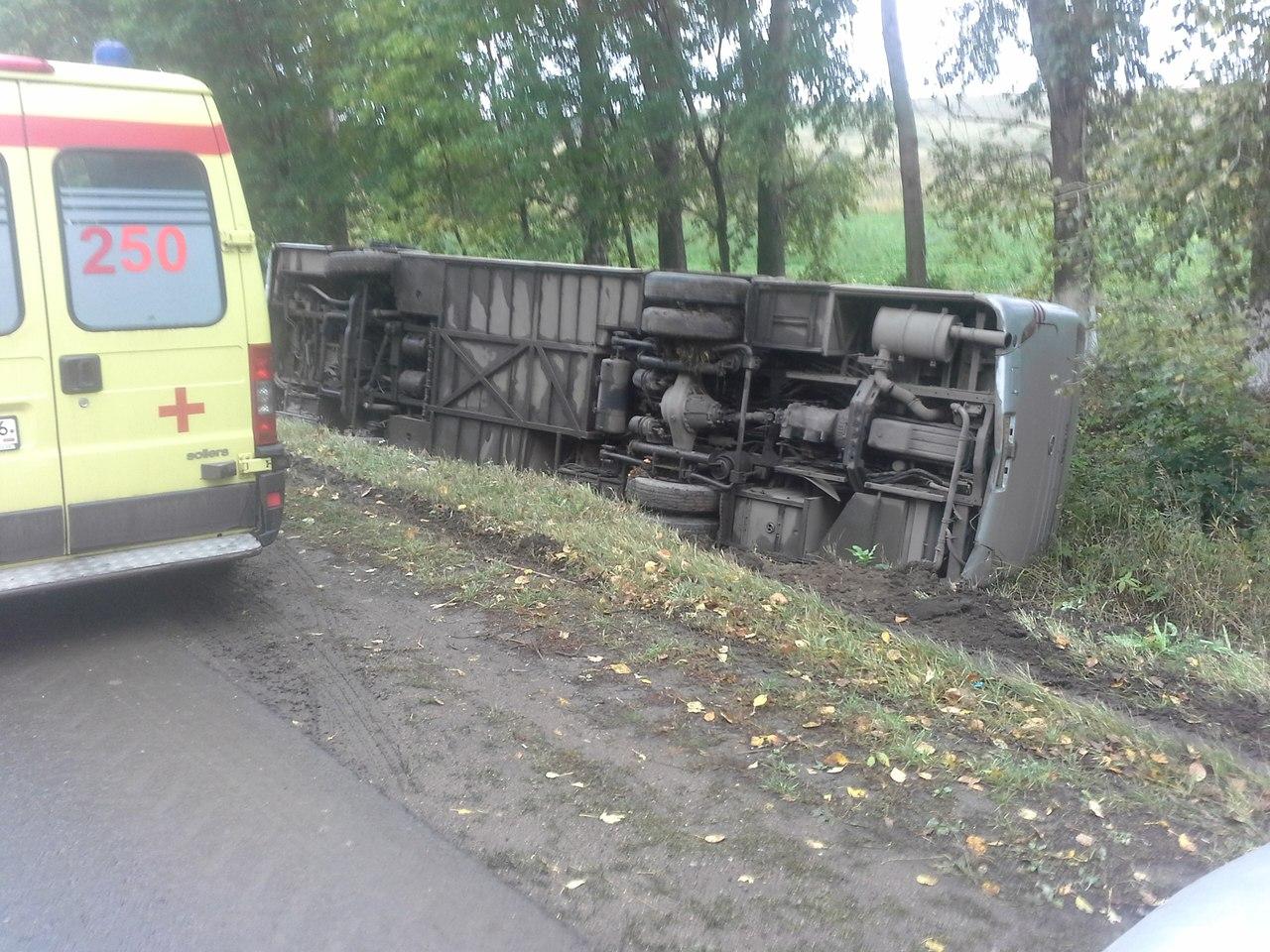 ВТатарстане рейсовый автобус спассажирами опрокинулся вкювет
