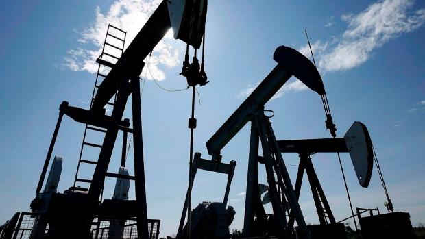 Цены нанефть слабо растут нафоне данных API идешевеющем долларе