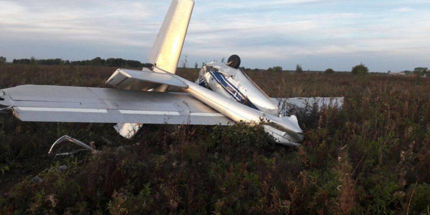 СКР: Пилот умер при крушении мотопланера вСвердловской области, проводится проверка