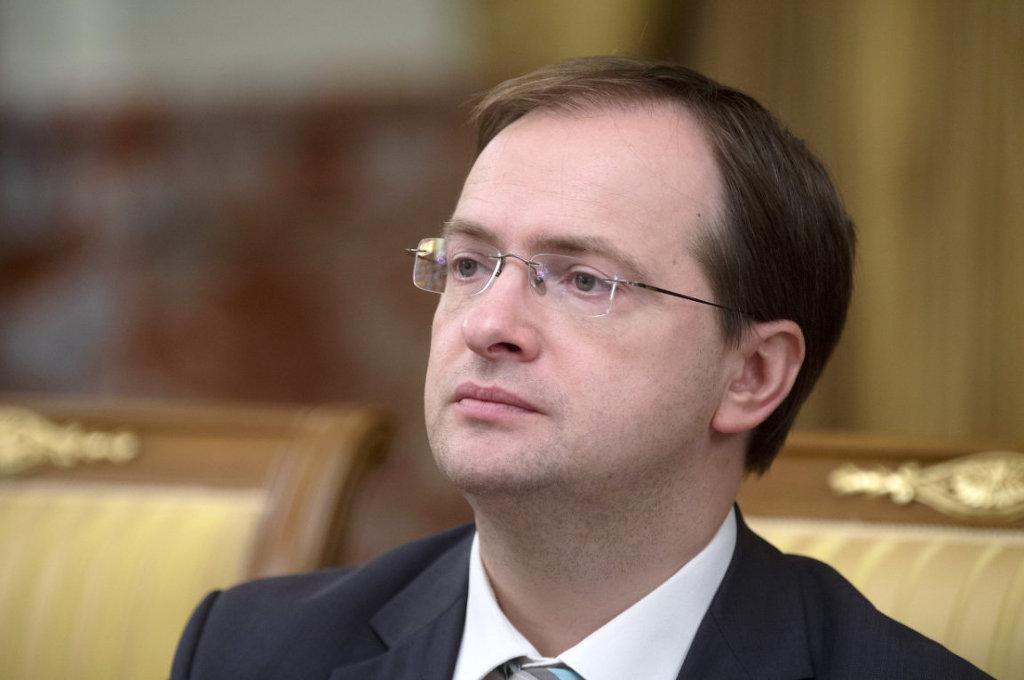 Академики РАН поддержали идею отнять Мединского ученой степени