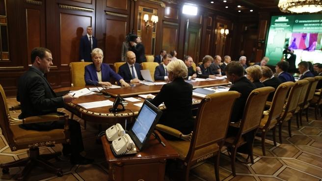 Медведев невидит надобности возвращаться кпрактике распределения профессионалов