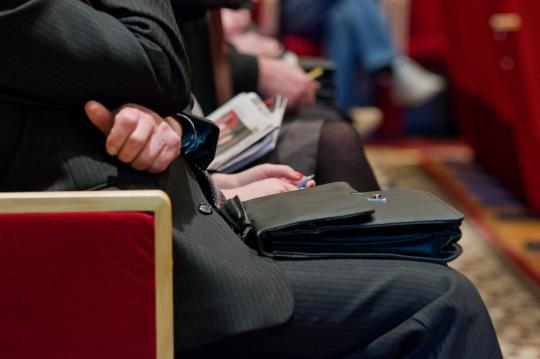 Заработная плата  чиновников вырастет на38%