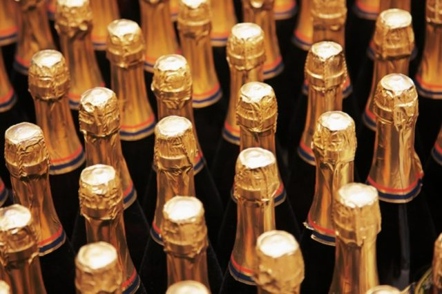 Цены нароссийское шампанское могут вырасти на10% из-за поднятия акцизов