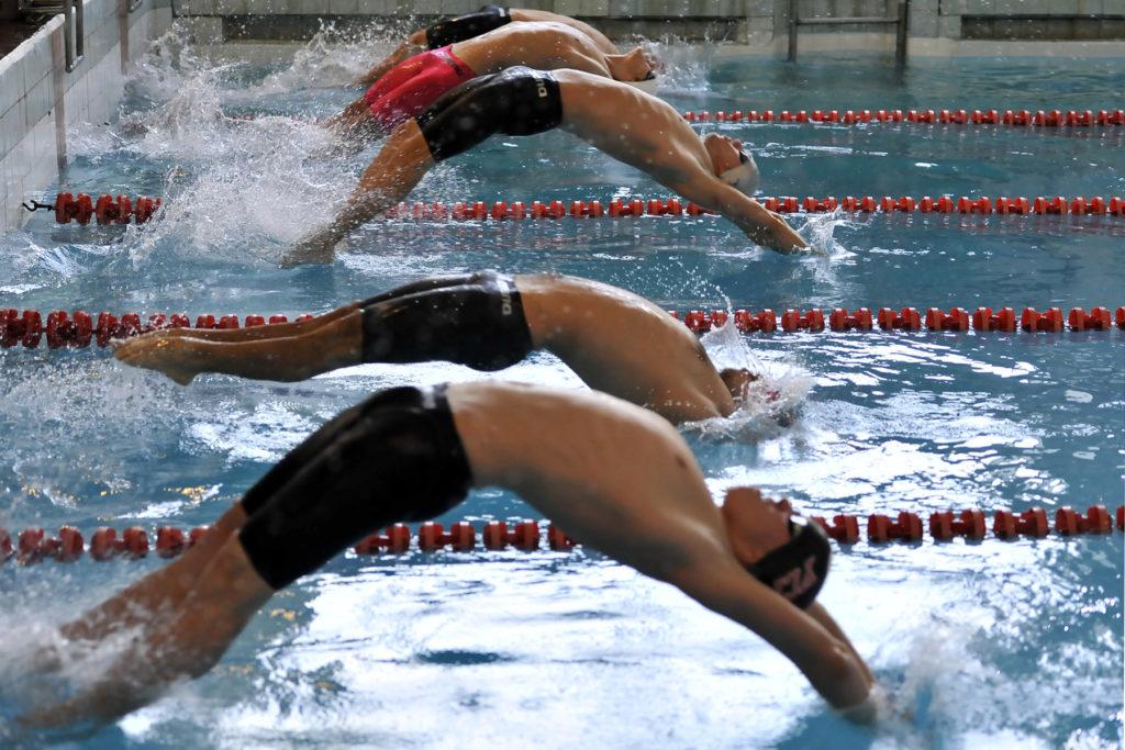 sportsmenki-po-plavaniyu-golie