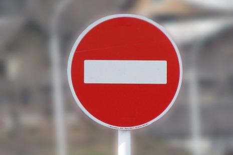 Напересечении улиц Восстания иОктябрьская частично закрыта проезжая часть