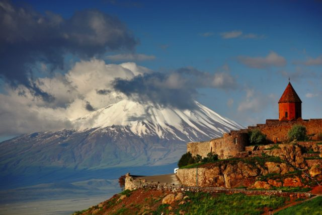 Жители России смогут въезжать вАрмению повнутренним паспортам