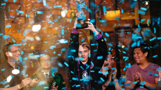 Русский киберспортсмен стал чемпионом мира иполучил приз в250 тыс. долларов