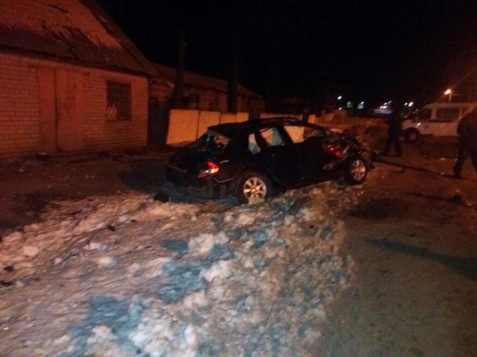 ВБСМП Челнов доставили нескольких парней изврезавшейся встену машины