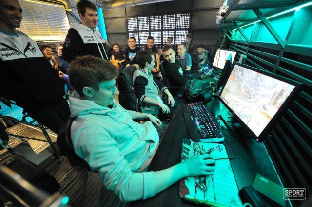 Жители России сочли интернет икомпьютерные игры главными опасностями для молодежи