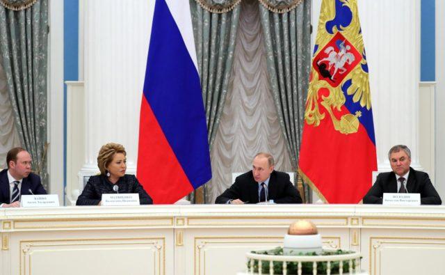Путин: ситуация с заработками жителей будет выпрямляться
