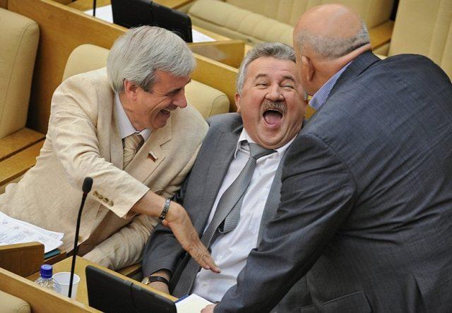 Народные избранники Госдумы хотят получать прибавки запереработки