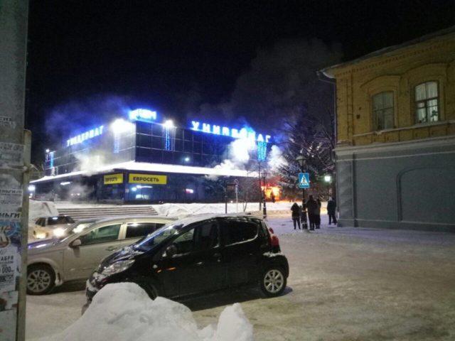 Возгорание в помещении центрального универмага вЧистополе тушили неменее 40 пожарных