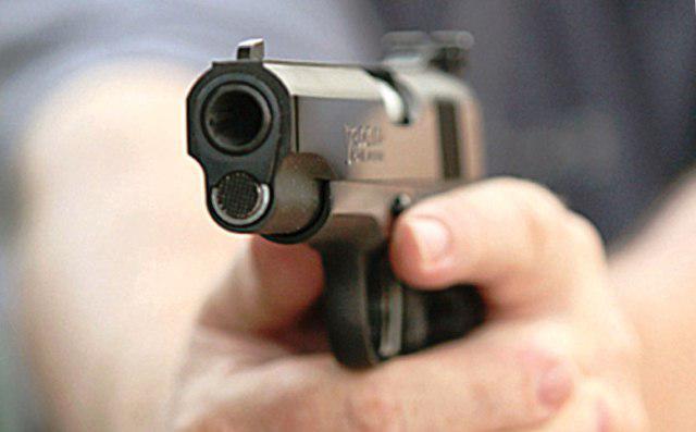 В столице прохожий обстрелял молодых людей из-за громкой музыки