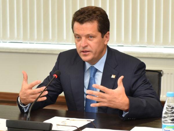 Метшин: «ВКазани до 2020-ого года построят 4 школы на4896 мест»