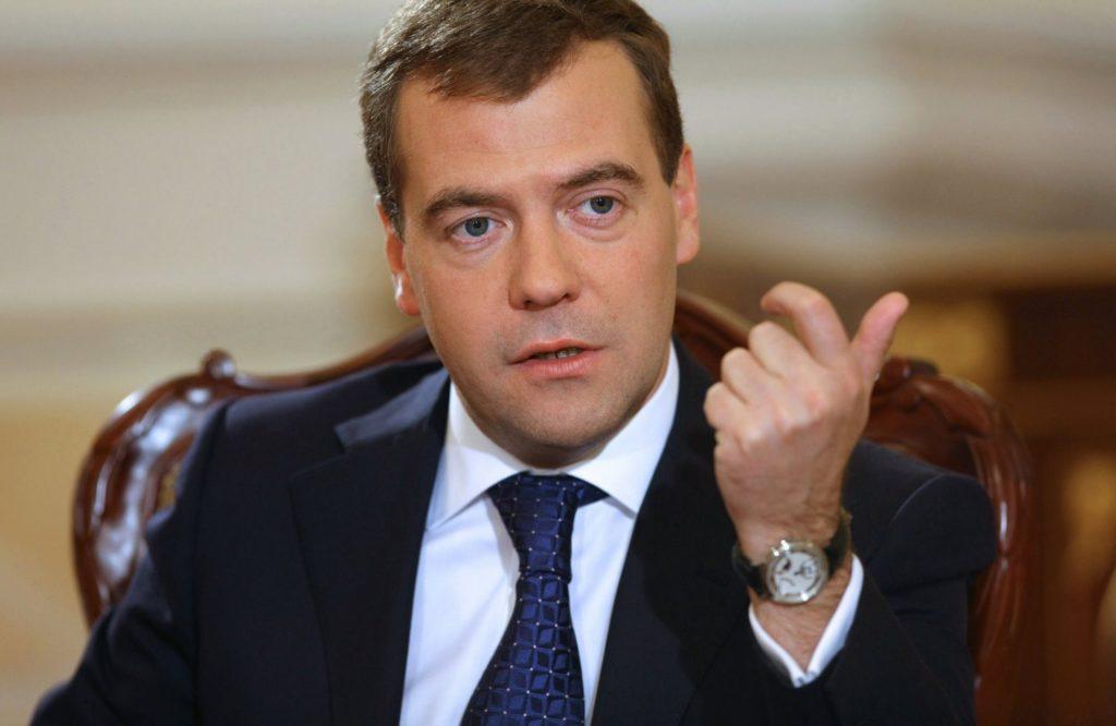 Медведев поручил проработать вопрос овведении скидок в«Платоне»