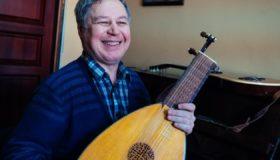 Виталий Харисов: «На гитаре можно играть разную музыку — и попсу, и три аккорда, и выдающиеся сочинения Баха»