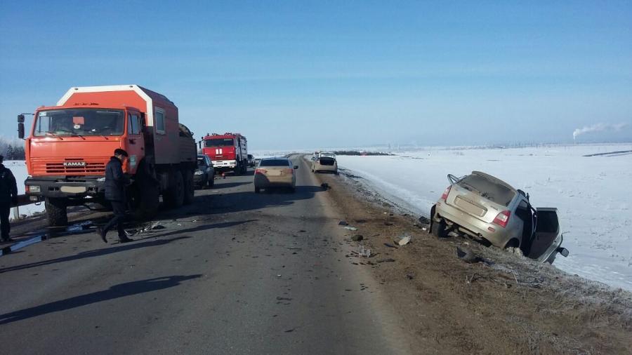 Два человека погибли при столкновении фургона илегковушки вТатарстане (Фото 16+)