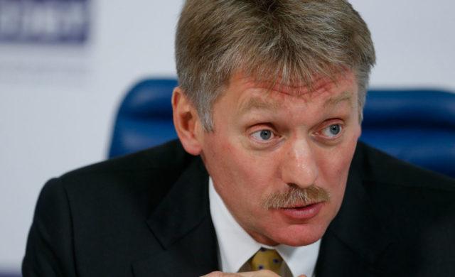 Песков: Российская Федерация не пробует вынести наповестку дня отмену санкций