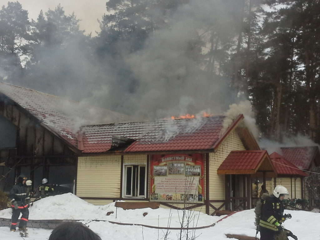 ВКазани произошел пожар вбанкетном зале наоз.Лебяжье