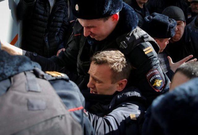 Вцентре российской столице  наакции против коррупции милиция  задержала Навального