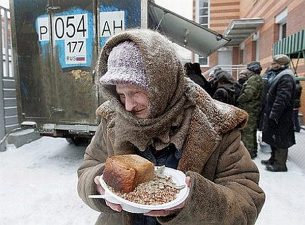 Опрос: жители России считают бедными людей сдоходом ниже 15,5 тыс руб.