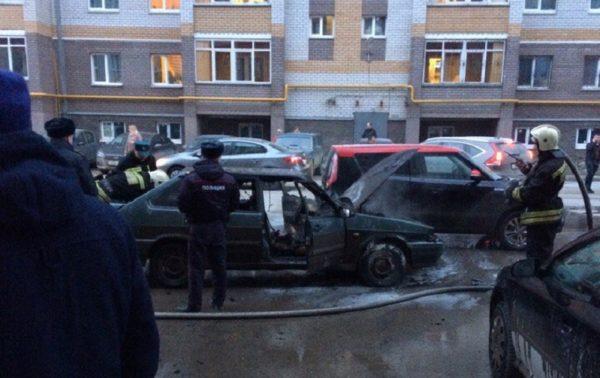 ВКазани вспыхнул автомобиль спассажирами всалоне