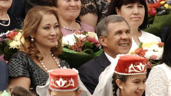 Супруга президента Татарстана заработала в313 раз больше мужа вследующем году