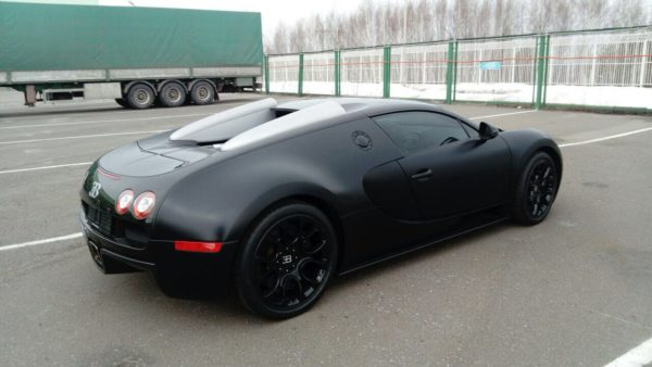 В центре Казани замечен суперкар Bugatti Veyron