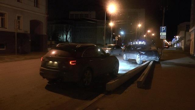 ДТП вКазани: шофёр зарулем Инфинити влетел вокно ночного бара