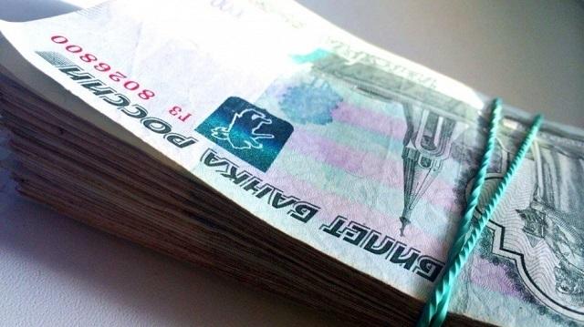 Мужчина, задолжавший покредитам 160 млн руб., пытался подкупить пристава