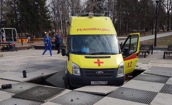 Ремонт сломанного машиной «скорой» фонтана вКазани обойдется в900 000 руб.