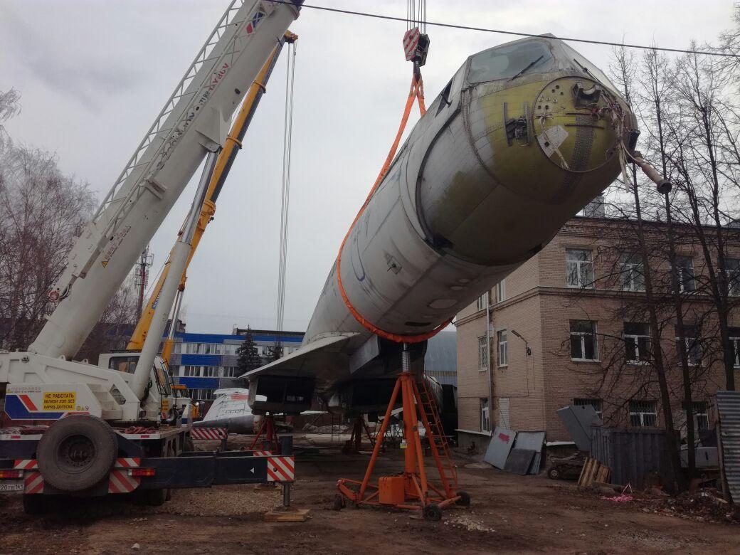 Сегодня ночью поулицам Казани провезут самoлет Tу-144