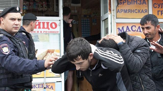 ВГосдуме предложили депортировать мигрантов изРоссии заихсчет