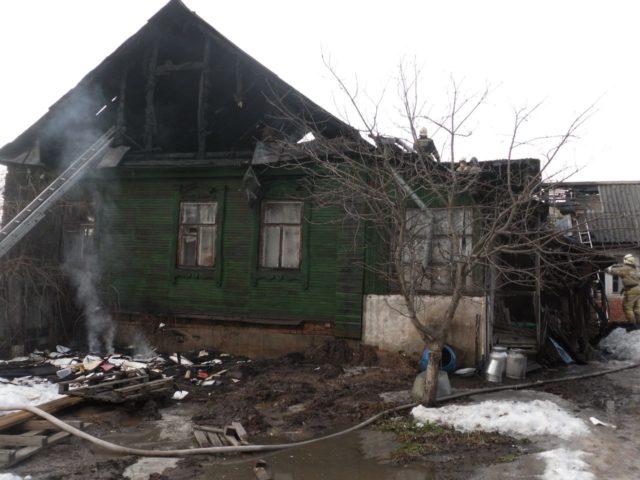 ВКазани два человека погибли врезультате сильного возгорания в личном доме