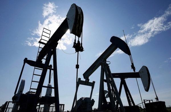 Нефть упала вцене на3% после решения ОПЕК продлить заморозку добычи