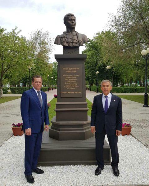 ВАстрахани открыт монумент Мусе Джалилю