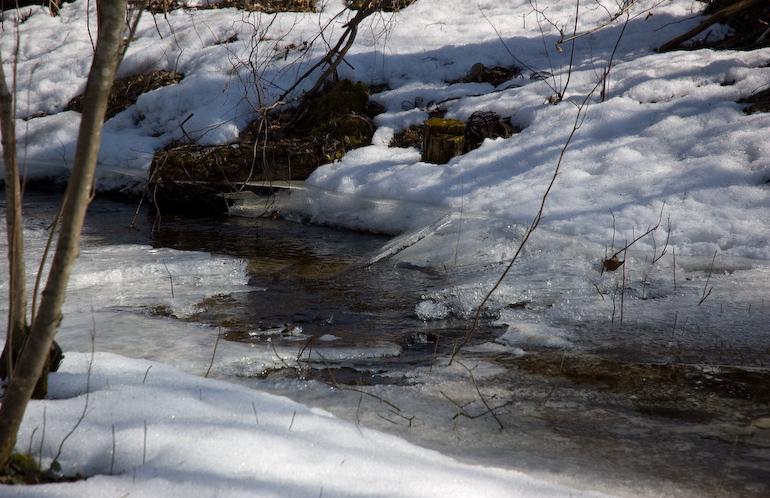 ВКазани вместах незаконных снежных свалок экологи обнаружили серьезные загрязнения
