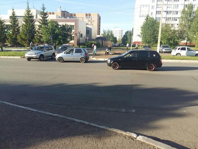 Фольксваген сбил 2-х детей напешеходном переходе в столице России
