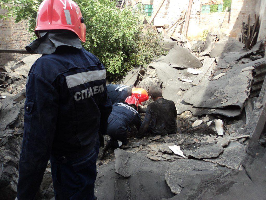 ВЦентре Казани БОМЖ разрушил двухэтажное сооружение