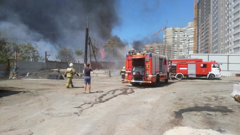 Масштабный пожар вРостове-на-Дону: пылают  неменее  10 частных домов