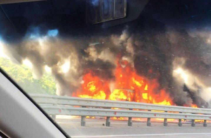 Грузовой автомобиль исемь легковых машин столкнулись вВоронежской области