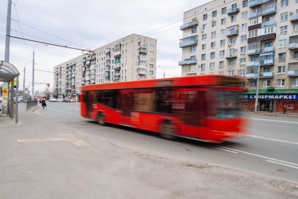 Наулице Декабристов вКазани пассажирский автобус насмерть сбил женщину