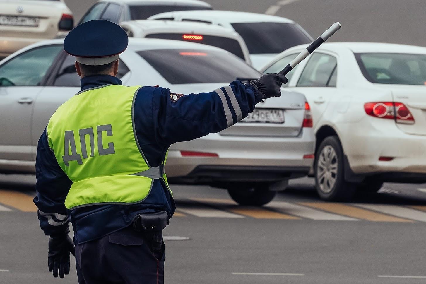 Работники  ДПС смогут официально воспрещать  гражданам снимать ихдействия навидео