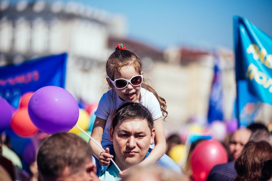 Опрос: жители России считают, что обеспечивать семью должен мужчина