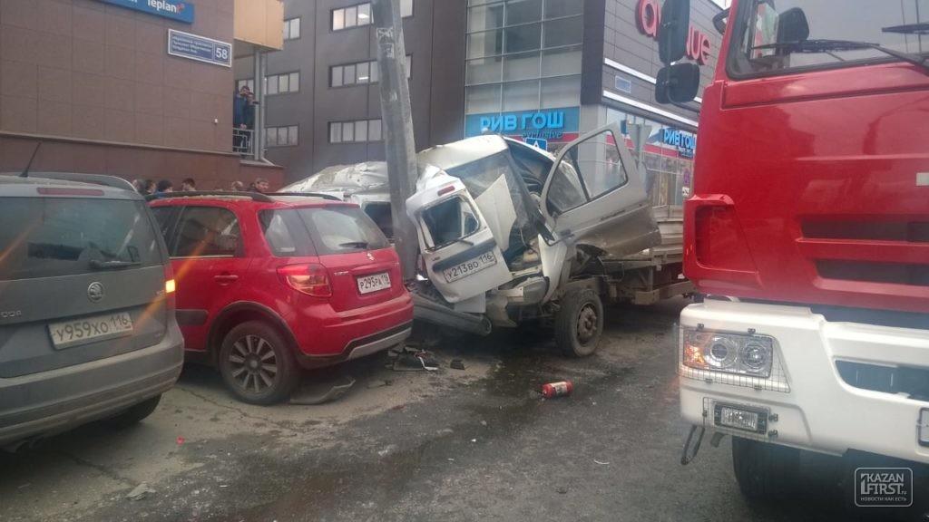 Видео сместа массового ДТП у«Тандема»: шофёр «Ларгуса» выжил чудом