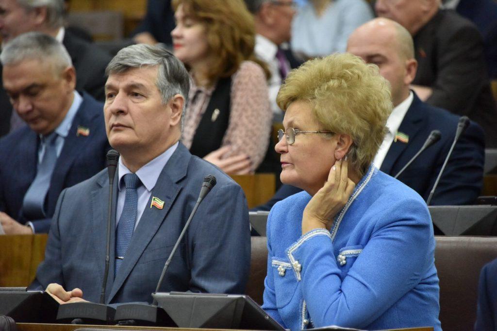 Бюджет Татарстана 2018 года: депутаты недовольны планами поросту зарплат